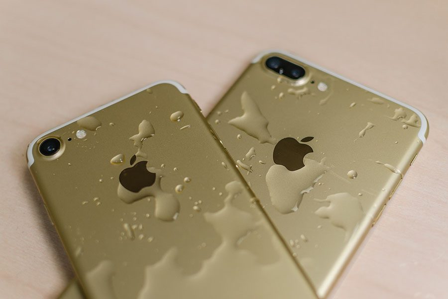 The+new+iPhone+7+%28left%29+and+iPhone+7+Plus+boast+several+new+features%2C+including+a+water-resistant+casing.