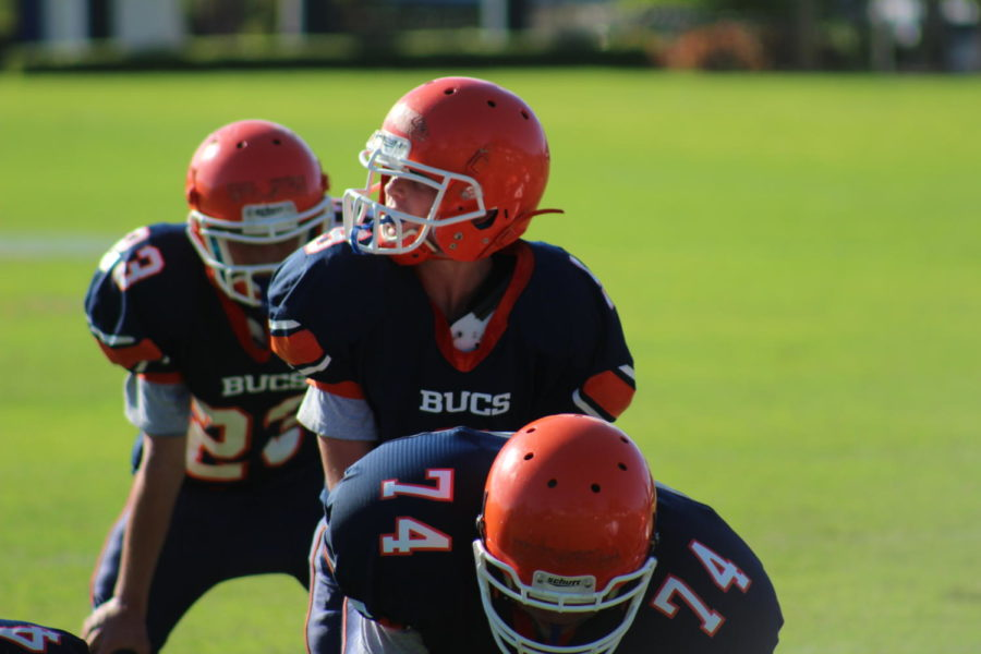 Eighth-grade+quarterback+Brady+Quinn+gets+ready+to+snap+the+ball+during+the+last+game+of+the+season+against+Pine+Crest+Fort+Lauderdale.