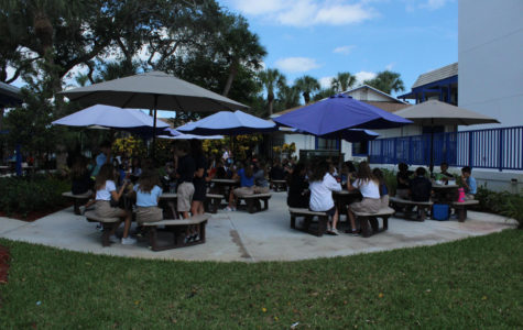 Students Have Mixed Feelings About Mandatory Lunch Seating